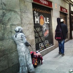 Homeless couple in Madrid - The Hole between them