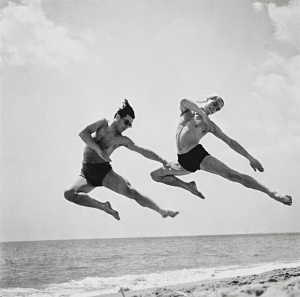 Ballet Dancers on the Beach from the 1930s (2)