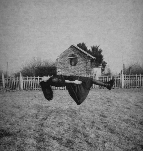 black-and-white-cool-fly-girl-horror-Favim.com-418307