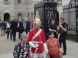 horse-guards-tourists